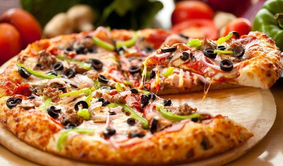 Helbild på en pizza